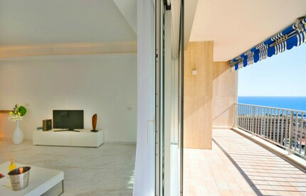 Exclusive Luxurious Sea View Apartment - Moments to Beach