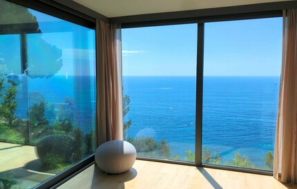 CONTEMPORARY VILLA FACING THE SEA near Monaco