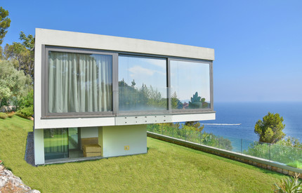 Cap d'Ail : Wonderful Contemporary Villa facing the sea
