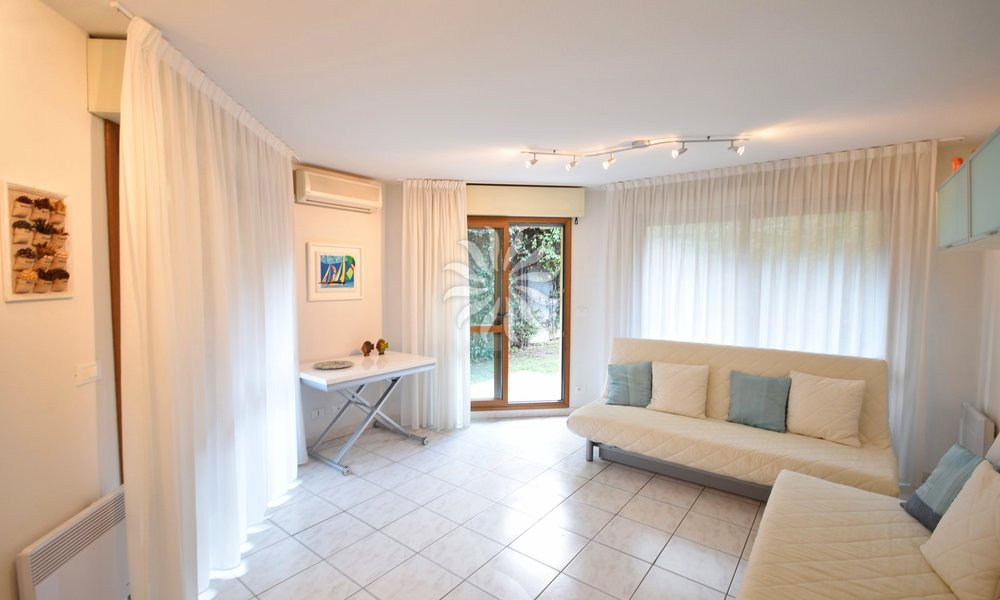 MENTON: 2P with garden and parking close to the sea