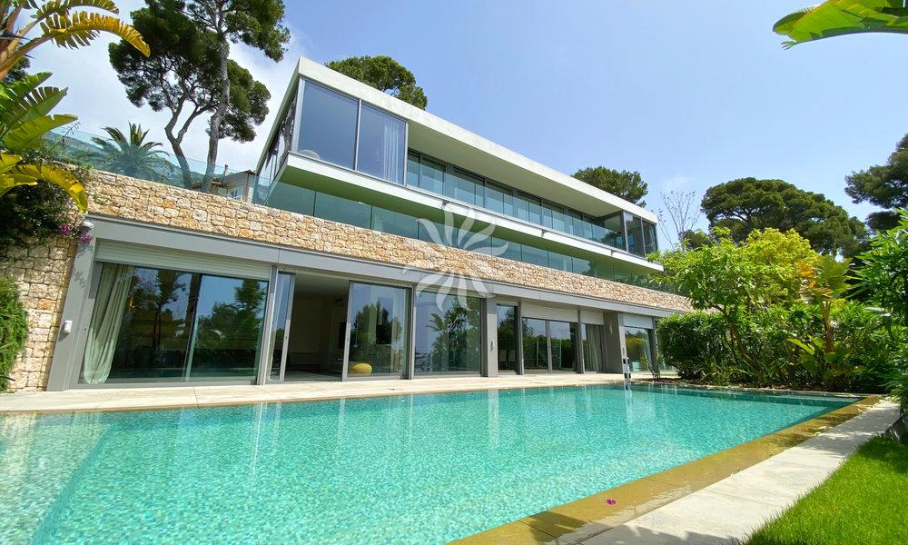 Cap d'Ail : Wonderful Contemporary Villa facing the sea